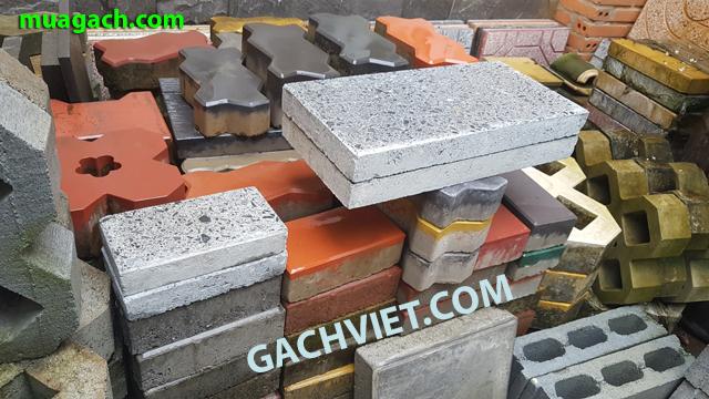 Gạch bê tông đá mài kích thước 10x20x4 cm , 20x40x4 cm. độ dầy 4 phân. Gạch xi măng cement lót sân ngoài trời